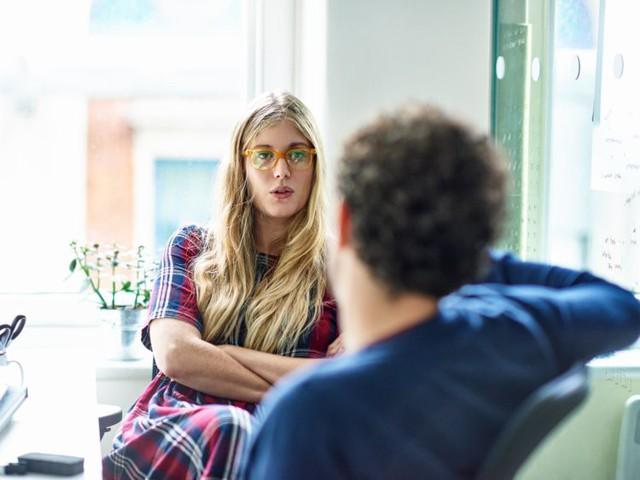 Dù thân đến mấy, bạn cũng đừng nên để bị vạ miệng khi nói 20 điều sau với đồng nghiệp - Ảnh 3.