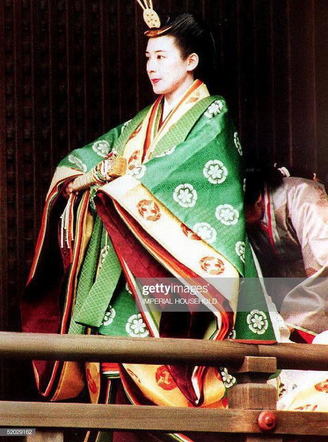 Tân Nhật hoàng Naruhito và vương phi u sầu Masako: Mối tình sét đánh, 6 năm theo đuổi, 3 lần cầu hôn và lời hứa bảo vệ em đến trọn đời - Ảnh 10.