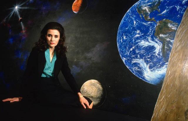 Bí ẩn cuộc đời người phụ nữ có IQ cao nhất thế giới: Thông minh nhất hành tinh nhưng chưa từng tốt nghiệp đại học, lấy chồng cũng vô cùng đặc biệt - Ảnh 1.