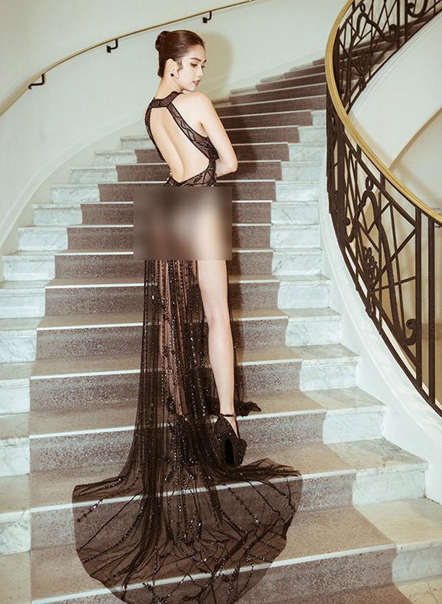 Nhìn lại tuyển tập trang phục trắc nết nhất Cannes, cuối cùng cũng tìm ra đối thủ xứng tầm với Ngọc Trinh - Ảnh 2.