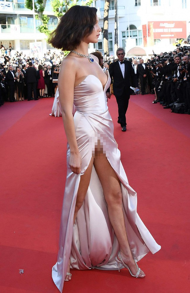 Nhìn lại tuyển tập trang phục trắc nết nhất Cannes, cuối cùng cũng tìm ra đối thủ xứng tầm với Ngọc Trinh - Ảnh 6.