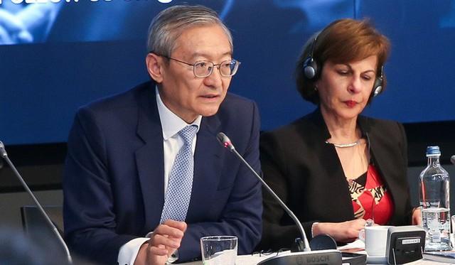 Trung Quốc đáp trả việc Mỹ cấm Huawei: Đất nước này đã đứng vững được 5.000 năm nay, sao không thể tiếp tục thêm 5.000 năm nữa? - Ảnh 1.