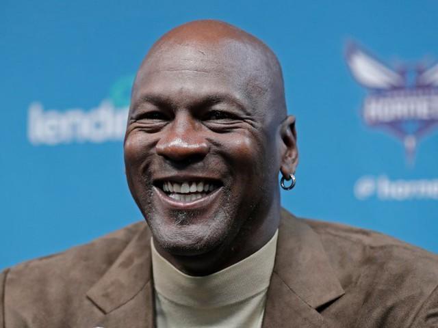 Thời kỳ đỉnh cao chỉ được trả lương 33 triệu USD, Michael Jordan sở hữu khối tài sản gần 2 tỷ USD bằng cách nào? - Ảnh 1.