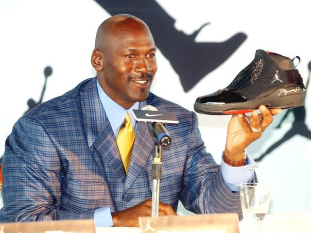 Thời kỳ đỉnh cao chỉ được trả lương 33 triệu USD, Michael Jordan sở hữu khối tài sản gần 2 tỷ USD bằng cách nào? - Ảnh 2.
