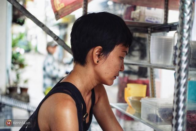 Đằng sau nồi bún măng bò Bà Dzú độc nhất Sài Gòn là câu chuyện của người phụ nữ gác lại mọi đam mê để được bên cạnh chăm mẹ - Ảnh 3.