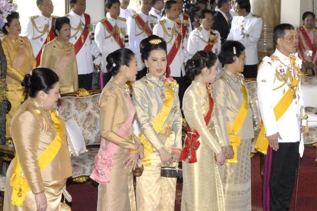 Hội những gia đình giàu có nhất hành tinh: Hoàng gia Anh chỉ đứng thứ 5, xuất hiện 2 cái tên đến từ Đông Nam Á - Ảnh 12.