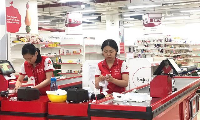 [Ảnh] Auchan xả hàng đóng cửa, khách ùn ứ chờ thanh toán - Ảnh 13.