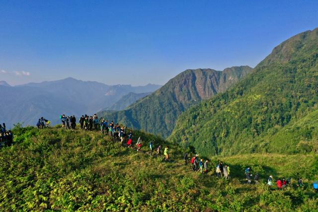 Bộ ảnh ghi trọn cảnh thần tiên đẹp đến nao lòng trên đỉnh Ky Quan San: Thu vào tầm mắt muôn trùng nước non chính là đây! - Ảnh 16.