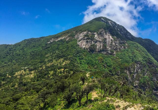 Bộ ảnh ghi trọn cảnh thần tiên đẹp đến nao lòng trên đỉnh Ky Quan San: Thu vào tầm mắt muôn trùng nước non chính là đây! - Ảnh 1.