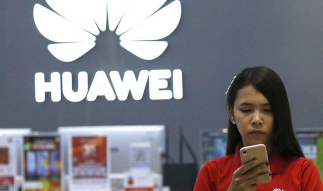 Sếp Huawei: Chúng tôi sẽ tiếp tục hỗ trợ khách hàng, người dùng không cần quá lo lắng mà phải bán tống bán tháo - Ảnh 1.