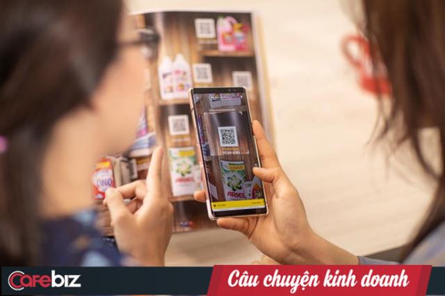 """Vingroup mở """"Siêu thị Vinmart 4.0"""" - Virtual Store đầu tiên tại Việt Nam: Khách chỉ cần nhìn áp phích và quét mã QR, 2 tiếng sau hàng đã tới cửa nhà - Ảnh 1."""