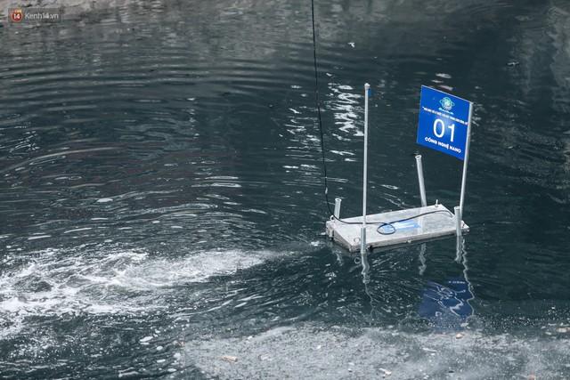 Sau một tuần dùng công nghệ nano làm sạch sông Tô Lịch, người dân vẫn tiếp tục vứt rác xuống - Ảnh 12.