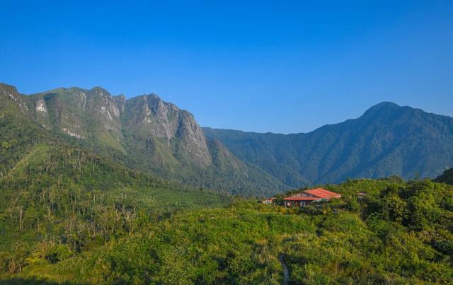 Bộ ảnh ghi trọn cảnh thần tiên đẹp đến nao lòng trên đỉnh Ky Quan San: Thu vào tầm mắt muôn trùng nước non chính là đây! - Ảnh 10.