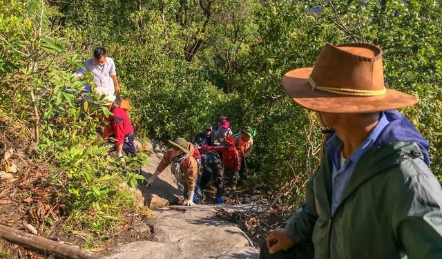 Bộ ảnh ghi trọn cảnh thần tiên đẹp đến nao lòng trên đỉnh Ky Quan San: Thu vào tầm mắt muôn trùng nước non chính là đây! - Ảnh 11.
