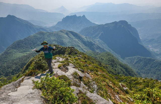 Bộ ảnh ghi trọn cảnh thần tiên đẹp đến nao lòng trên đỉnh Ky Quan San: Thu vào tầm mắt muôn trùng nước non chính là đây! - Ảnh 12.