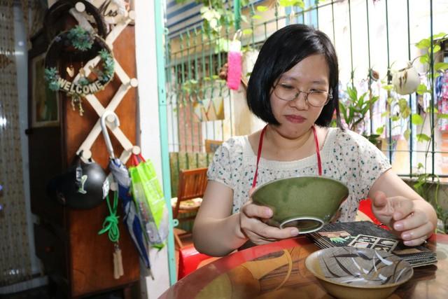 Một vòng du lịch quanh Sài Gòn: Quán cà phê handmade trong con hẻm tĩnh lặng dành cho những tín đồ ưa thích nghệ thuật - Ảnh 12.