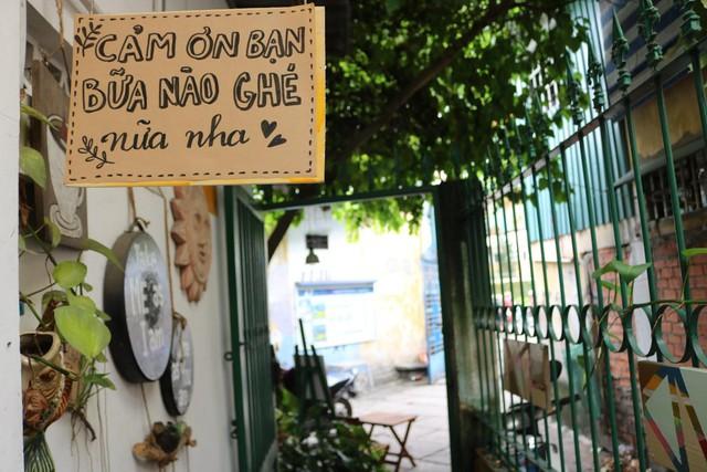 Một vòng du lịch quanh Sài Gòn: Quán cà phê handmade trong con hẻm tĩnh lặng dành cho những tín đồ ưa thích nghệ thuật - Ảnh 13.