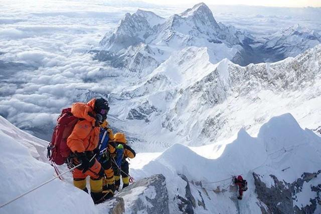 2 nữ du khách thiệt mạng trong lúc chinh phục đỉnh Everest. Biết nguyên nhân xong bạn sẽ rút ra bài học cho mình trong quá trình trekking - Ảnh 2.