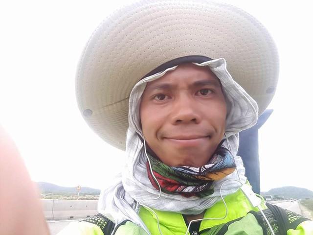 113 ngày đi bộ xuyên Việt chỉ với 100.000 đồng trong túi - Ảnh 1.