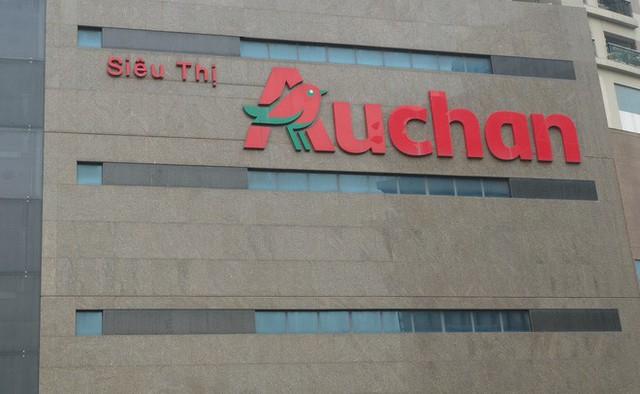 Siêu thị Auchan vắng vẻ, lặng lẽ tháo các kệ hàng sau bão giảm giá - Ảnh 17.
