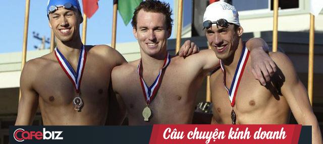 Giấc mộng Olympic tan tành vì chịu thua kình ngư Michael Phelps, VĐV bơi lội quyết định mở trường dạy bơi cho trẻ em và trở thành ông chủ startup thành đạt - Ảnh 1.