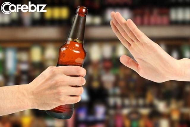 MC Diệp Chi: Người có học thức, người lịch sự không bao giờ phán xét ai chỉ qua một ly rượu. Thế nên, phải xem mấy gã mình nhậu cùng có xứng gọi là bạn, là anh em không! - Ảnh 2.