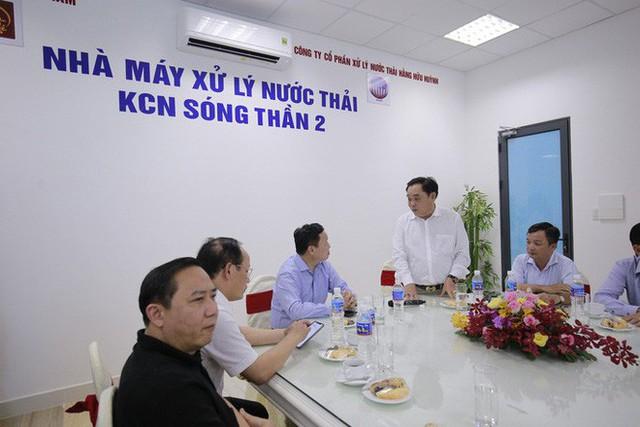 Ông Dũng lò vôi uống nước thải đã xử lý trước mặt Bộ trưởng TN-MT - Ảnh 3.