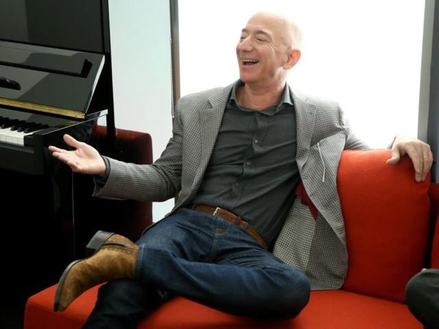 7 sự thật đáng kinh ngạc về Jeff Bezos sẽ cho bạn biết người giàu nhất thế giới giàu đến mức nào! - Ảnh 1.