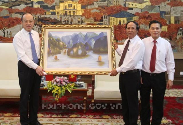 Hải Phòng muốn xây dựng đường sắt tốc độ cao và mở chuyến bay đến Vân Nam, Trung Quốc - Ảnh 1.
