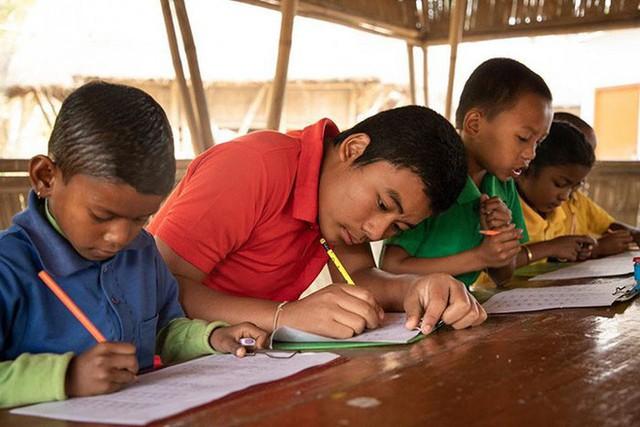 Thay vì tiền, ngôi trường trong rừng này lại yêu cầu học sinh đóng học phí bằng một thứ không ai ngờ tới - Ảnh 4.