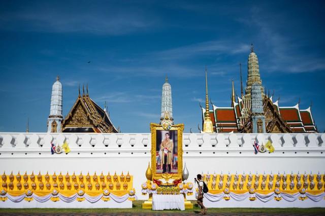 Toàn cảnh lễ đăng quang của Nhà vua Thái Lan Rama X - Ảnh 1.