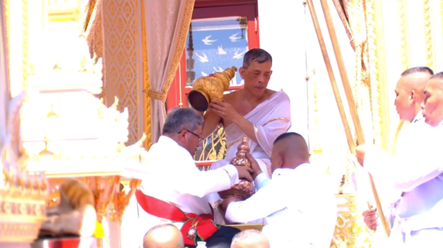 Toàn cảnh lễ đăng quang của Nhà vua Thái Lan Rama X - Ảnh 6.