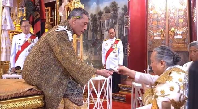 Toàn cảnh lễ đăng quang của Nhà vua Thái Lan Rama X - Ảnh 8.