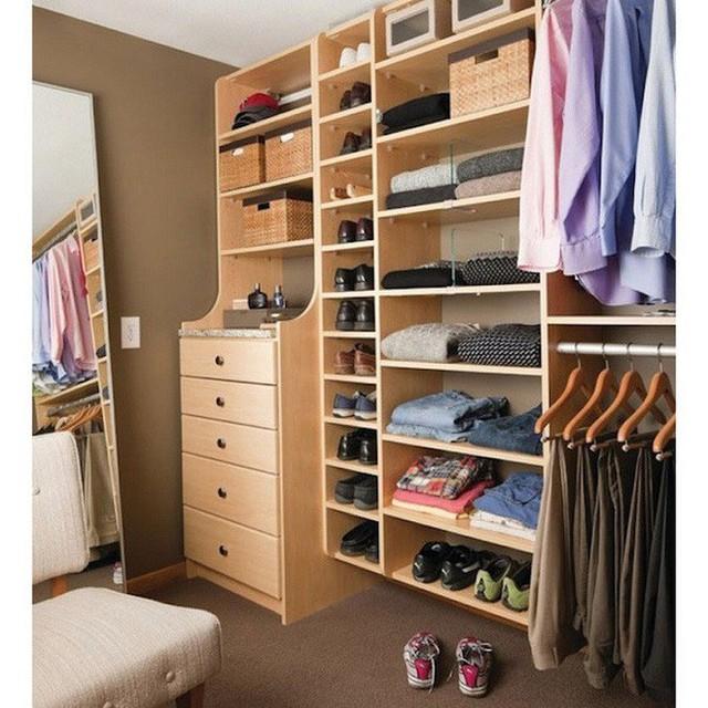 4 bí kíp giúp sắp xếp tủ quần áo để tránh phát sinh ẩm mốc những ngày hè nóng nực - Ảnh 1.