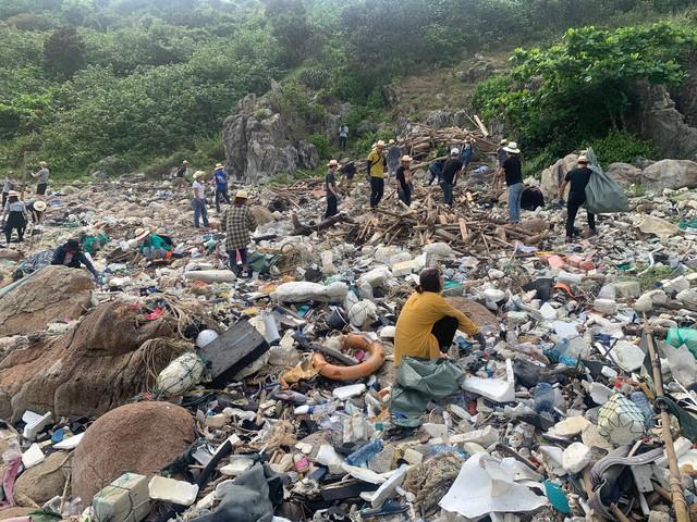 #ChallengeForChange chứng minh sức sống bền bỉ của mình: 2 tháng, 10 lần dọn vệ sinh và 700 bao rác được thu gom ở Sơn Trà - Ảnh 2.