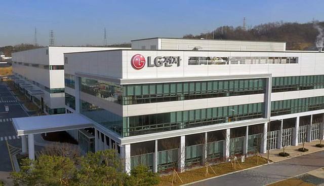 Dây chuyền sản xuất smartphone của Hàn Quốc đang lụi tàn khi LG và Samsung chuyển sang Việt Nam làm điện thoại - Ảnh 1.