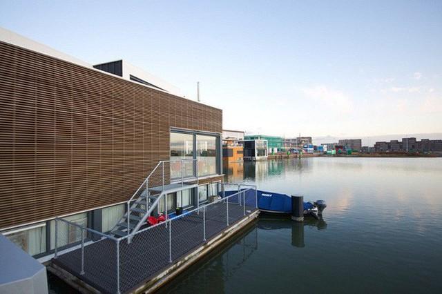 Chiêm ngưỡng cả trăm ngôi nhà được xây nổi trên mặt nước: Quần thể kiến trúc đáng tự hào của Amsterdam - Ảnh 12.
