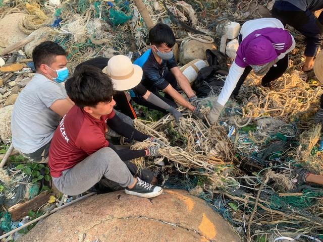 #ChallengeForChange chứng minh sức sống bền bỉ của mình: 2 tháng, 10 lần dọn vệ sinh và 700 bao rác được thu gom ở Sơn Trà - Ảnh 3.