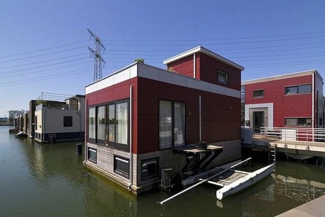 Chiêm ngưỡng cả trăm ngôi nhà được xây nổi trên mặt nước: Quần thể kiến trúc đáng tự hào của Amsterdam - Ảnh 4.