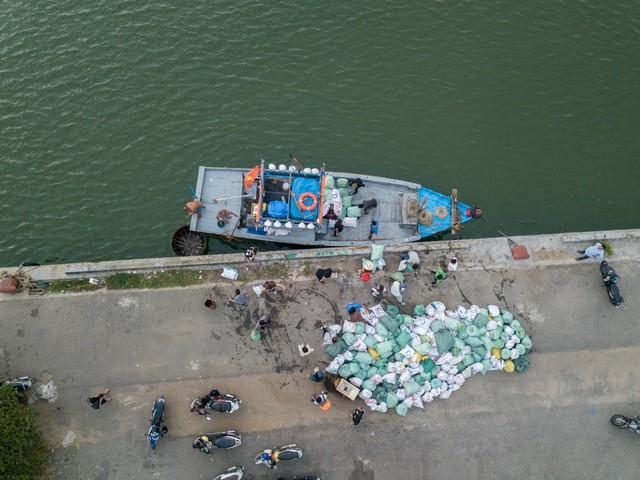 #ChallengeForChange chứng minh sức sống bền bỉ của mình: 2 tháng, 10 lần dọn vệ sinh và 700 bao rác được thu gom ở Sơn Trà - Ảnh 8.