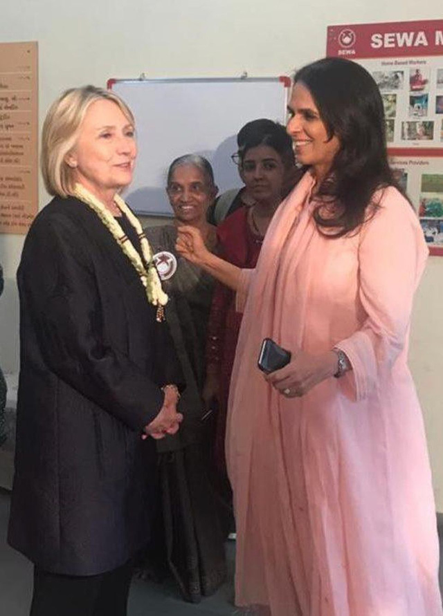Anita Dongre: Nhà thiết kế trao quyền cho phụ nữ nơi làng quê để cùng đưa đế chế thời trang Ấn Độ ra toàn cầu - Ảnh 3.