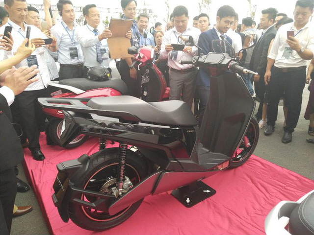 Lộ diện VinFast V9 - Xe máy điện nhanh và mạnh nhất sắp bán tại Việt Nam - Ảnh 2.