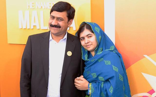 Cha của Malala, người trẻ tuổi nhất nhận Nobel hòa bình, chia sẻ cách nuôi dạy một đứa trẻ quả cảm và không bao giờ chùn bước - Ảnh 2.
