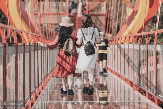 Tranh cãi xoay quanh yếu tố thẩm mỹ của cây cầu 5D đang gây sốt ở Mộc Châu: Khen đẹp thì ít nhưng chê bai sến súa, lạc lõng nhiều vô kể - Ảnh 5.