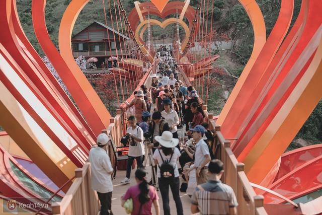 Tranh cãi xoay quanh yếu tố thẩm mỹ của cây cầu 5D đang gây sốt ở Mộc Châu: Khen đẹp thì ít nhưng chê bai sến súa, lạc lõng nhiều vô kể - Ảnh 15.