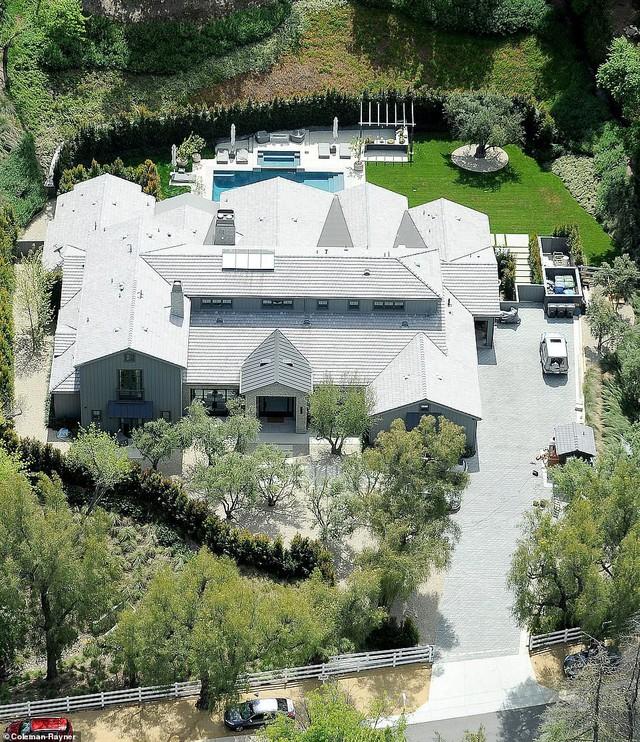 Biết nhà Kardashian giàu nhưng ai ngờ giàu đến độ này: Thầu hẳn khu đất khổng lồ xây 6 biệt thự trăm tỉ chỉ vì 1 lý do đơn giản - Ảnh 14.