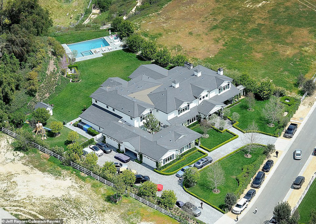 Biết nhà Kardashian giàu nhưng ai ngờ giàu đến độ này: Thầu hẳn khu đất khổng lồ xây 6 biệt thự trăm tỉ chỉ vì 1 lý do đơn giản - Ảnh 15.