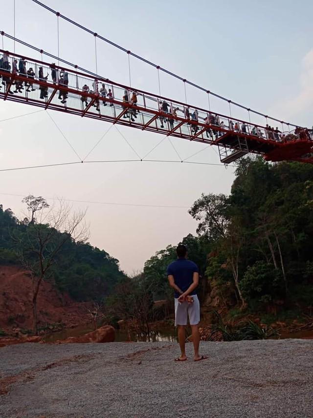 Tranh cãi xoay quanh yếu tố thẩm mỹ của cây cầu 5D đang gây sốt ở Mộc Châu: Khen đẹp thì ít nhưng chê bai sến súa, lạc lõng nhiều vô kể - Ảnh 26.