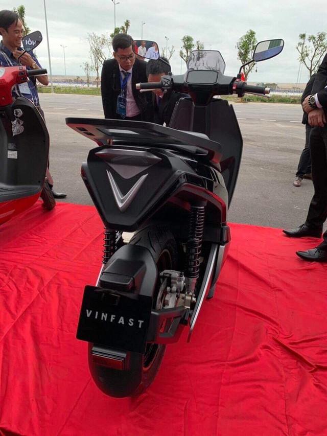 Lộ diện VinFast V9 - Xe máy điện nhanh và mạnh nhất sắp bán tại Việt Nam - Ảnh 4.