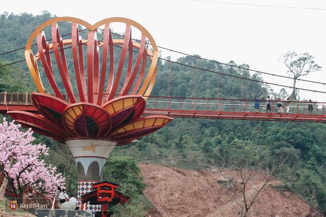 Tranh cãi xoay quanh yếu tố thẩm mỹ của cây cầu 5D đang gây sốt ở Mộc Châu: Khen đẹp thì ít nhưng chê bai sến súa, lạc lõng nhiều vô kể - Ảnh 8.